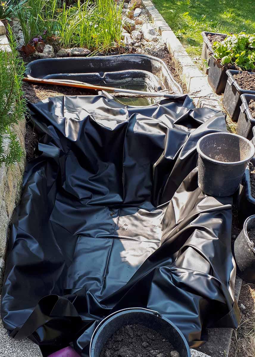 Aushebung mit Teichfolie für Sumpfbeet