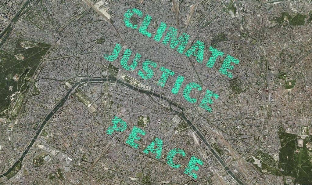 """Aktion zu den Klimaverhandlungen in Paris: Ein riesiger Schriftzug """"Climate Justice Now"""" ist aus der Luft lesbar"""