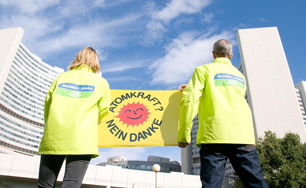 Anti-Atom-Aktivisten vor dem IAEA-Hauptquartier in Wien