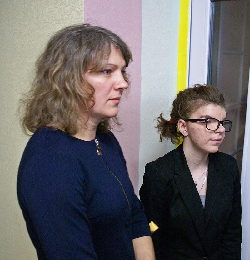 Olesya mit ihrer Mutter nach der Operation