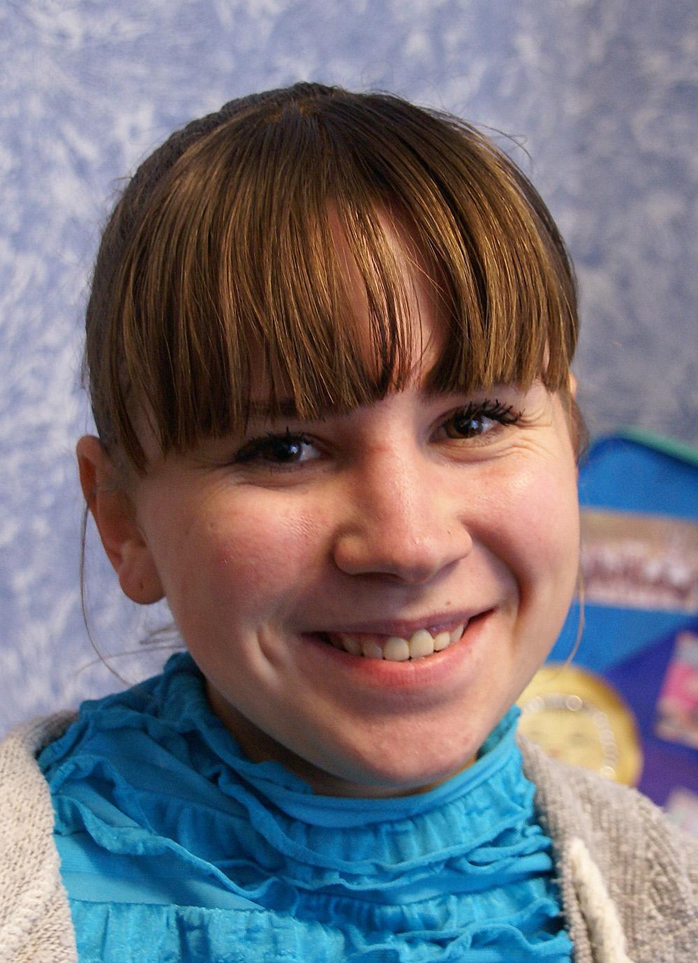 Julia Krynychna kann wieder entspannt lachen, die Zahnlücke geschlossen.
