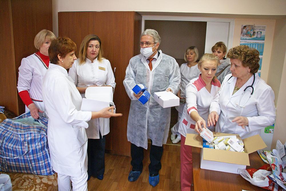 Auf der Hämatologischen Station am Kinderkrankenhaus Nr. 16 in Kharkov werden Hilfsmittel übergeben.