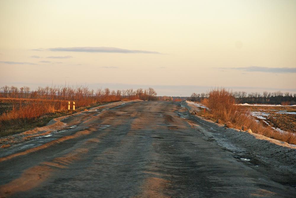 Die Straße gleicht einer Buckelpiste.