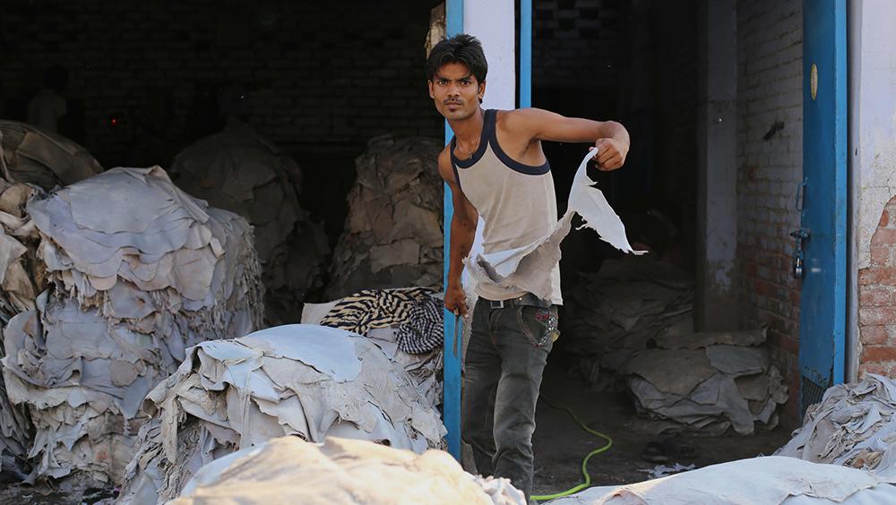Arbeitsbedingungen in der Lederproduktion in Indien