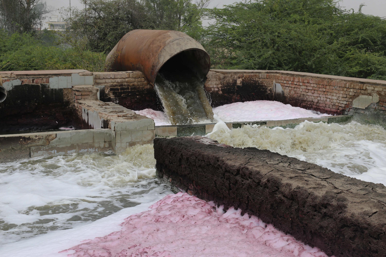 Abwasser der Lederproduktion in Indien